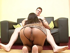 Shemale in a leopard print dress bares her breasts and give a blowjob