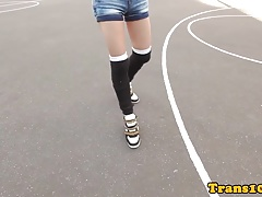 Sporty tranny toying her ass while tugging