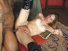 Slutty tranny in leather boots takes a hard cock on the couch
